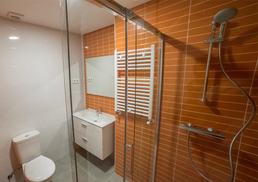 baño moderno reformado