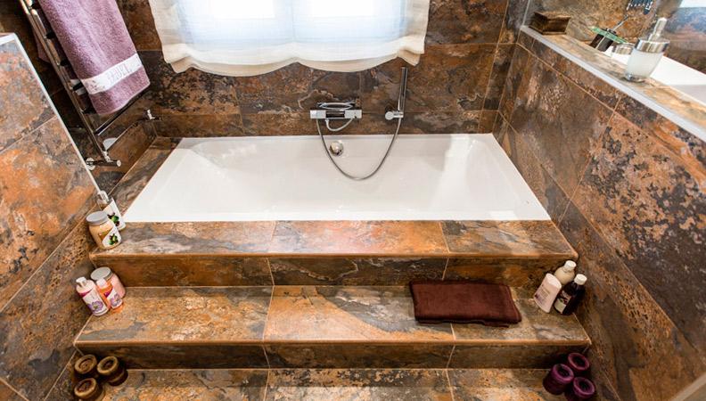 los azulejos del cuarto de bano